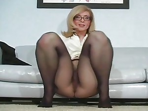 Eager minx boasts of gash looking superb in hose