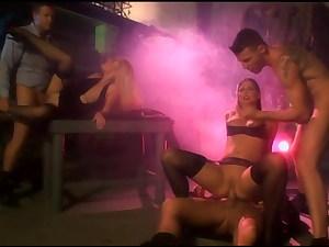 Barbara Voice & Simony Diamond have foursome in black pantyhose